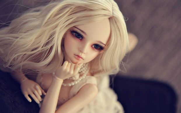 doll_blonde_look_wallpaper